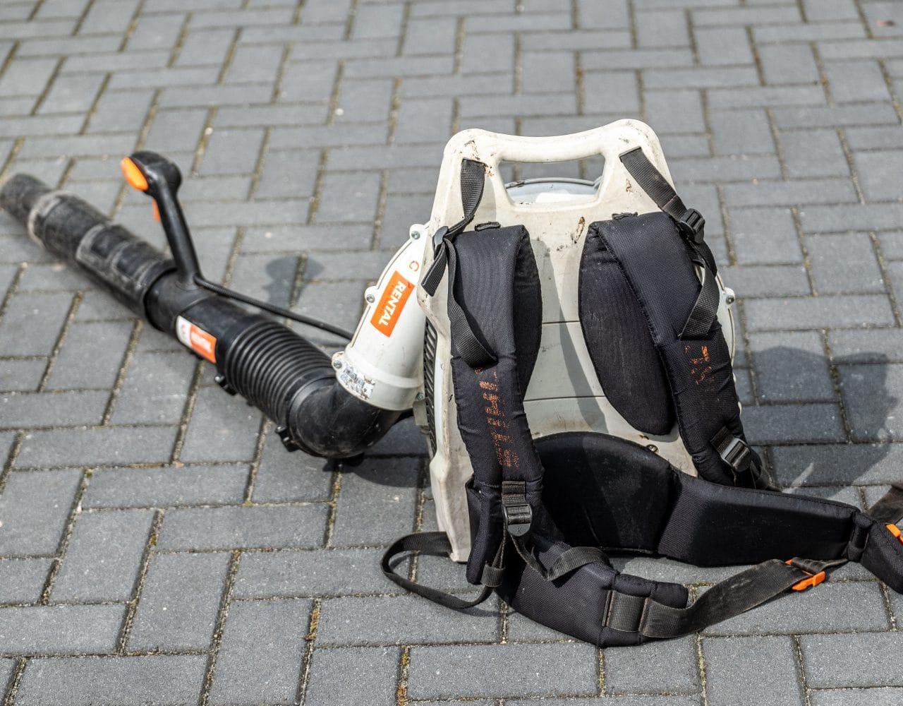 De ruggendrager van de motorbladblazer